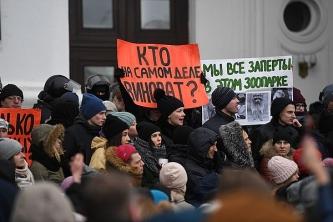 На митингах продолжают требовать отставки Тулеева